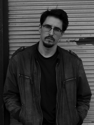 Marko Dinić, (b. 1988 in Vienna) spent his childhood and youth in Belgrade. He studied German literature in Salzburg and Jewish cultural history. Die guten Tage is his first novel.