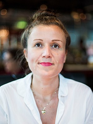 Daniela Emminger, b. 1975, is an Austrian writer. She was a copywriter in Hamburg and Berlin and an editor in Lithuania and Latvia. She lived in the Kyrgyzstan steppe for her latest novel. Recently published: Kafka mit Flügeln, 2018.