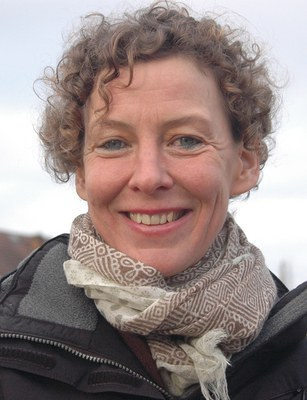 Katharina Hacker, b. 1967, is a German writer and translator from Hebrew. Her novel Die Habenichtse was awarded the 2006 German Book Prize and the film version was directed in 2016 by Florian Hoffmeister.