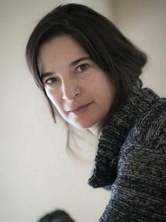 Patricia Portela b. 1974, is a Portuguese writer, performer and filmmaker. She accomplishes her transdisciplinary artistic projects in Europe, USA and the Middle East. She has been director of the Teatro Viriato in Viseu since 2020. Recently published: Dias úteis, 2017. Patricia Portela asks with her unique power of imagination: what causes us to sell our soul nowadays?? Carlos Vaz Marques, Livros do Dia