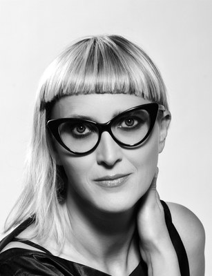Jasmila Žbanić, b. 1974, is a Bosnian director and screenwriter. She worked as a puppeteer in the US and founded a film production company in Sarajevo. In 2006, her feature film Esmas Geheimnis – Grbavica won the Golden Bear at the Berlin International Film Festival.